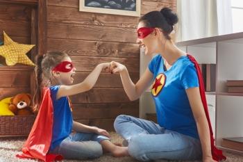BUDITE SUPERHEROJ U OČIMA SVOJE DJECE: 4 korisna savjeta za mame